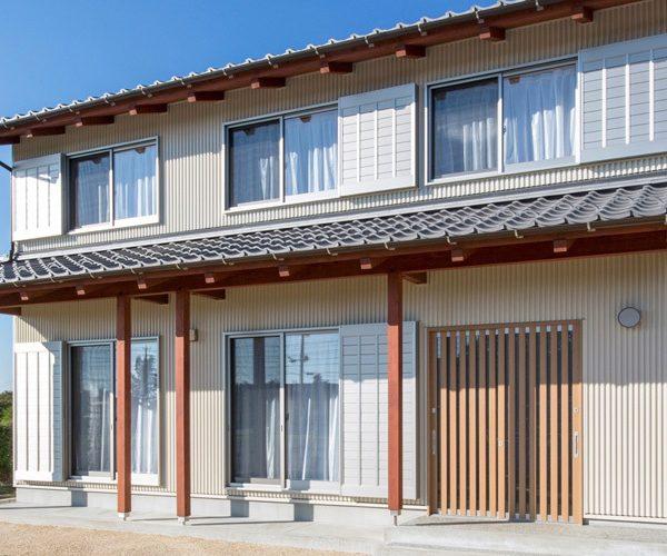 ガルバリウム鋼板外壁の家